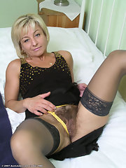 Mature pussy in stockings