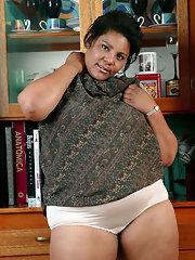 photos-nepali-hairy-fat-mature-naked-women-boys-free