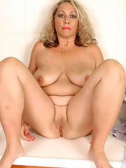 Blonde naked poon
